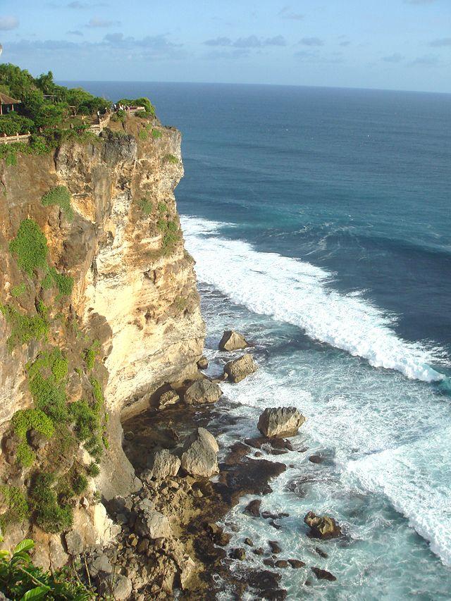 640px-Tertiary_limestone_cliffs_of_Uluwatu