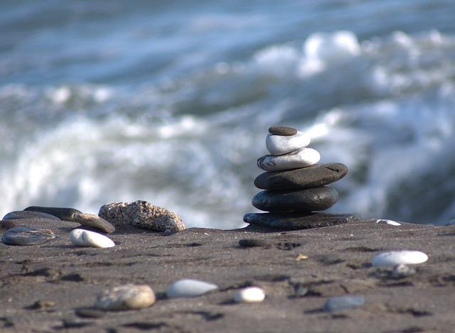 beach-333875_640