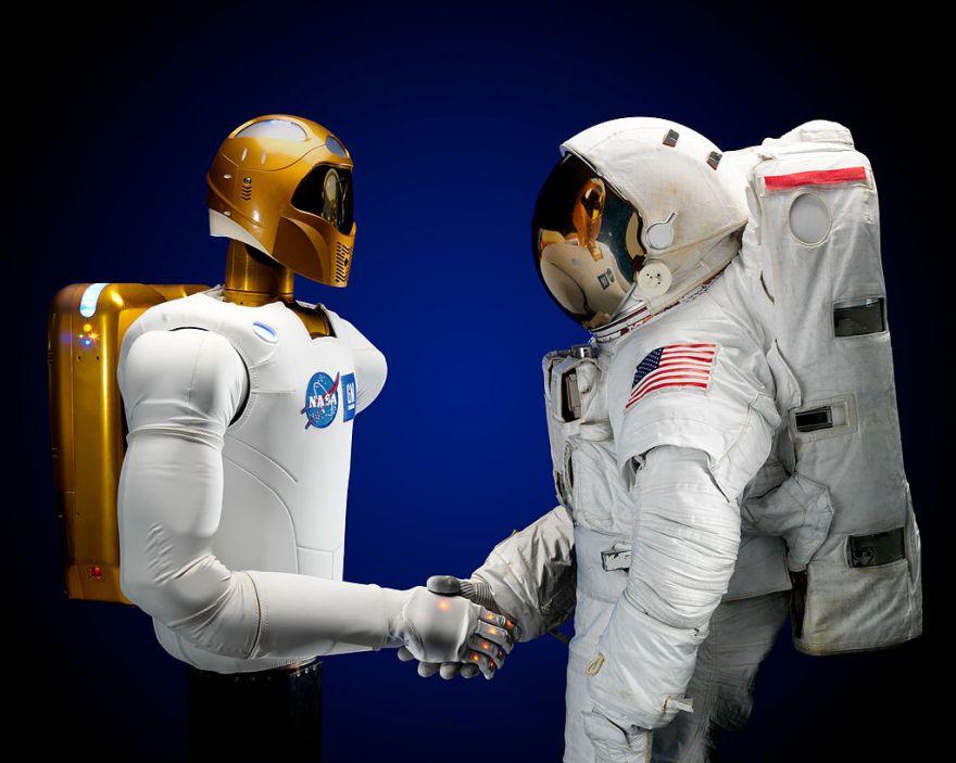 1024px-Robonaut_and_astronaut_hand_shake